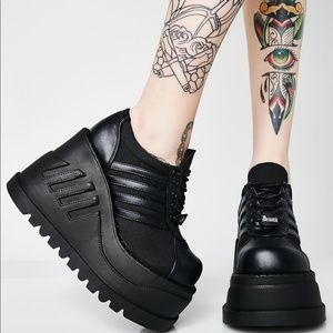 Demonia platform sneakers 🖤
